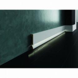 Biała lakierowana listwa oświetleniowa przypodłogowa poliuretanowa,do podświetleń, cokół Creativa LPC-29M-LE / dł. 244 cm