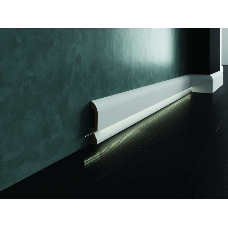 Biała lakierowana listwa oświetleniowa przypodłogowa poliuretanowa do podświetleń, cokół Creativa LPC-19M-LE / dł. 244 cm