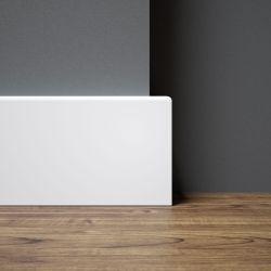 Listwa przypodłogowa w kolorze białym o prostym profilu R5