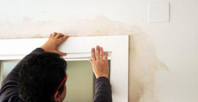 jak zamontować listwy maskujące do drzwi